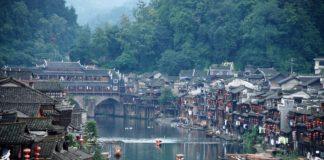 Phượng Hoàng Cổ Trấn - Địa điểm hút du khách Việt chuyển tiền sang Trung Quốc du lịch