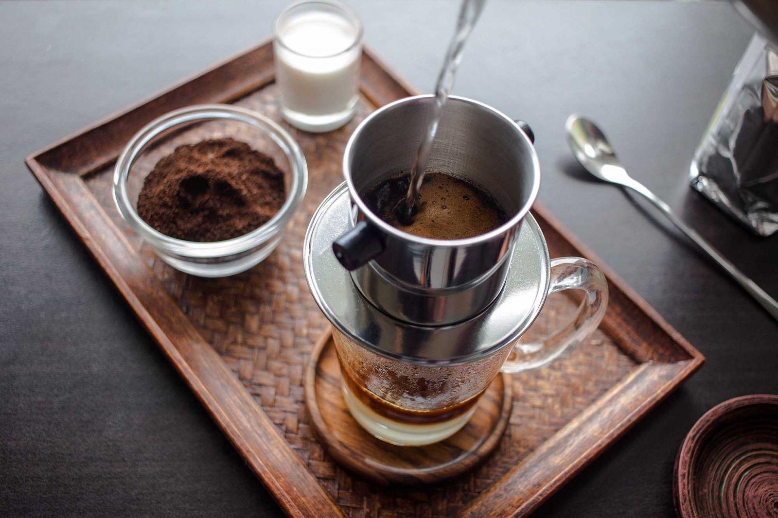 Ly cà phê đen đá xuất hiện ở mọi quán cà phê của Việt Nam